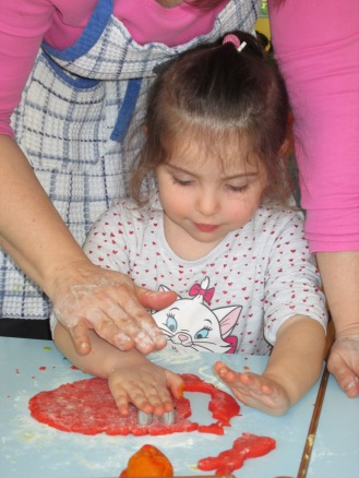 prepariamo i biscotti per Pasqua! (12)