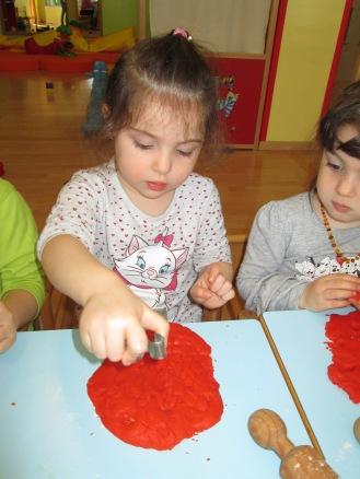 prepariamo i biscotti per Pasqua! (4)