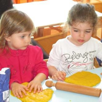 prepariamo i biscotti per Pasqua! (7)