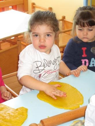 prepariamo i biscotti per Pasqua! (8)